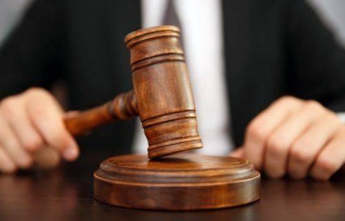 Чоловіку, який ножем пошкодив агітаційну продукцію в Черкасах, загрожує до 7 років ув'язнення