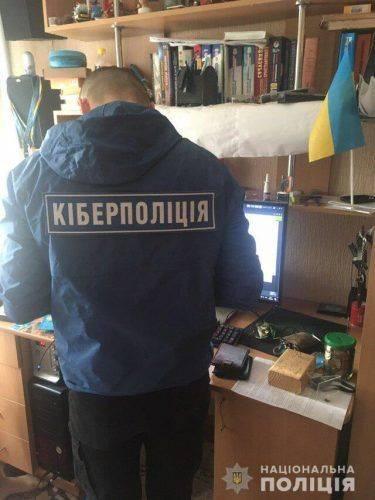 """На Черкащині 19-річний юнак """"зламував"""" чужі комп'ютери та викрадав персональні дані"""