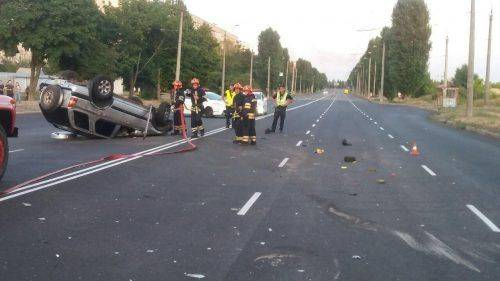У Черкасах перевернувся автомобіль (фото)