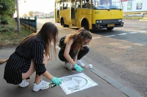 На Черкащині молодь облаштувала пішохідні переходи соціальним графіті (фото)