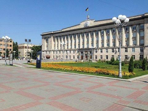 Черкащан просять проголосувати за найкращий варіант реконструкції проїжджої частини Соборної площі