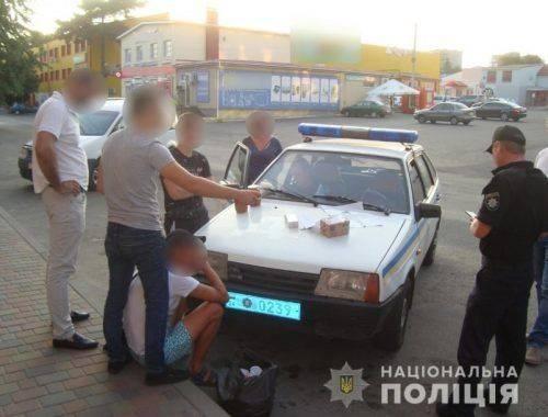 На Черкащині в чоловіка знайшли коробку з наркотиками (фото)