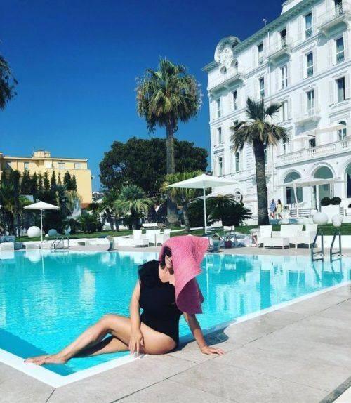 Зіркова черкащанка на відпочинку в Італії влаштувала фотосесію біля басейну
