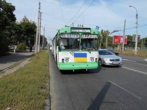 У День Державного Прапора Черкасами курсують жовто-блакитні тролейбуси (фото)