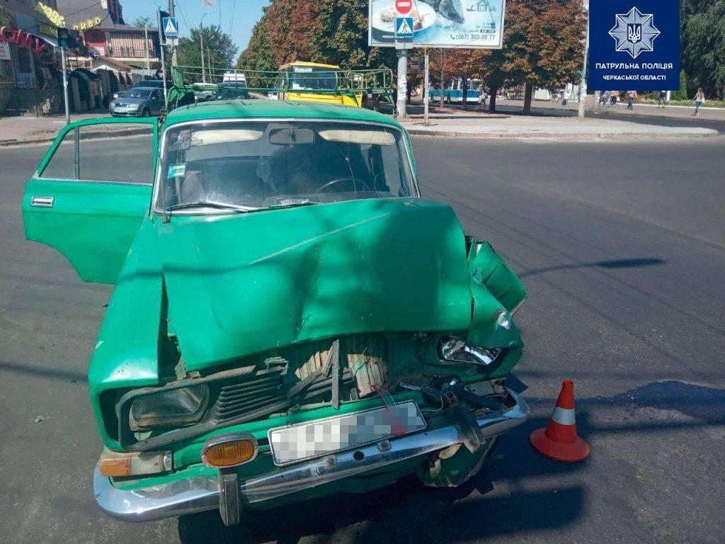 У Черкасах зіштовхнулися два автомобілі та автобус (фото)
