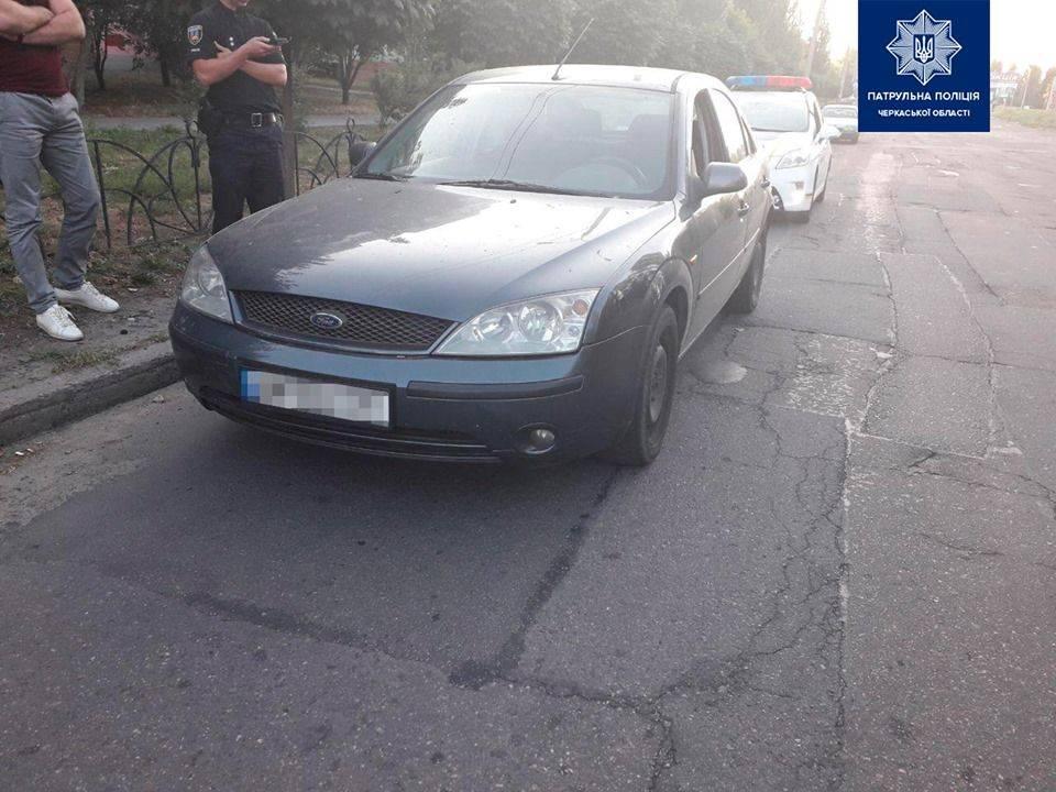 Черкаські патрульні виявили автомобіль з підробленими документами (фото)