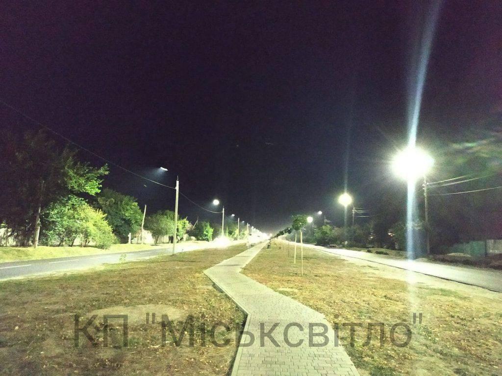 Сучасне освітлення з'явилося ще на одній вулиці Черкас (фото)