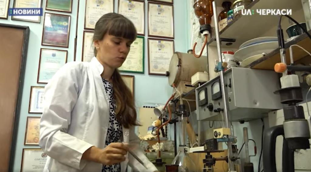 Науковиця з Черкас отримала патент на дослідження синтетичних гумінових кислот (відео)