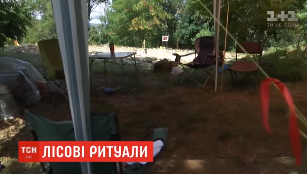 Із лабіринтами та ляльками-мотанками:  селяни знайшли дивне поселення на кордоні з Черкащиною (відео)