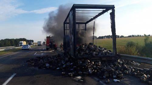 На Черкащині згоріла вантажівка з посудом (фото)