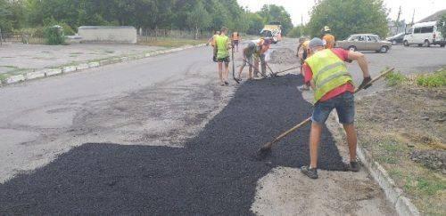 Вулиці й дороги комунальної власності ремонтують на Черкащині (фото)