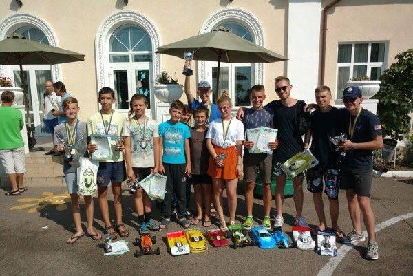 Черкаські юні техніки вибороли першість на змаганнях чемпіонату України з автомодельного спорту (фото)