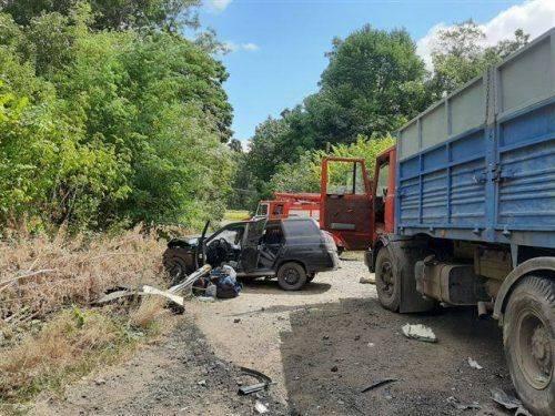 ДТП на Черкащині: у понівеченому автомобілі затиснуло людину (фото)