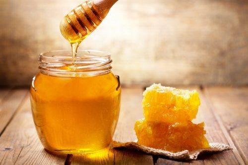 Склад, колір та смак: черкащанам розповіли, яким повинен бути мед