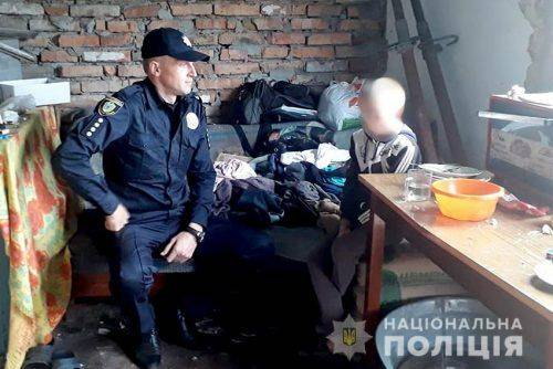 На Черкащині троє неповнолітніх хлопців зруйнували на кладовищі 15 пам'ятників (фото, відео)