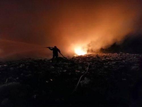 За минулу добу на Черкащині ліквідували дві масштабні пожежі на сміттєзвалищах (відео)