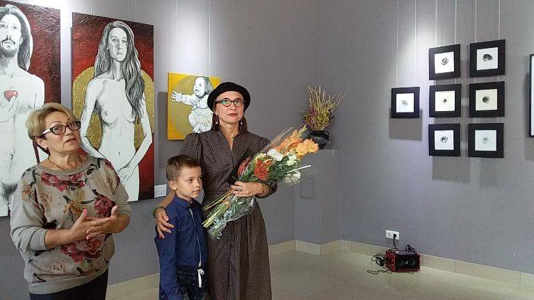 Відома черкаська художниця одночасно виставила свої роботи в Парижі та в Черкасах (фото)