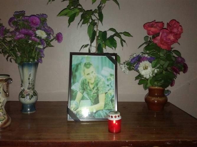 На Черкащині сотні земляків прощалися з бійцем, який загинув від кулі снайпера  під Волновахою