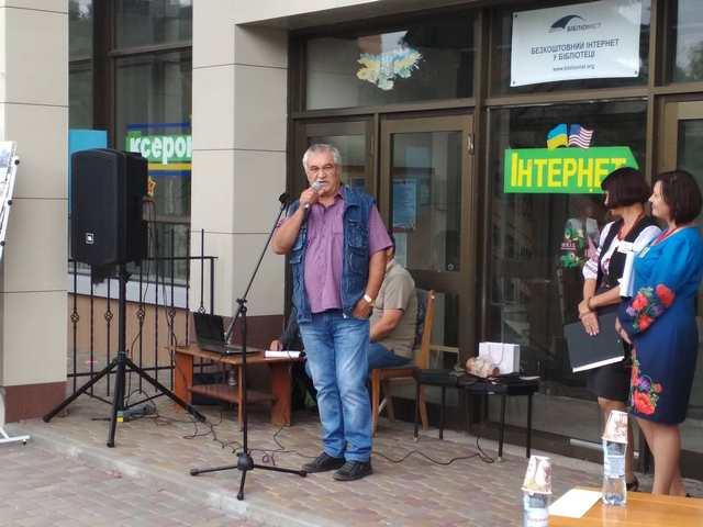 Bookfest у Черкасах: містяни вишикувались у чергу, щоб придбати нову книгу Шкляра (фото, відео)