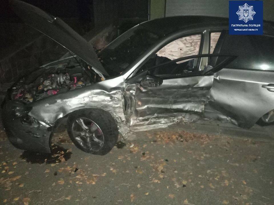 Нічна автотроща в Черкасах: двоє осіб постраждало