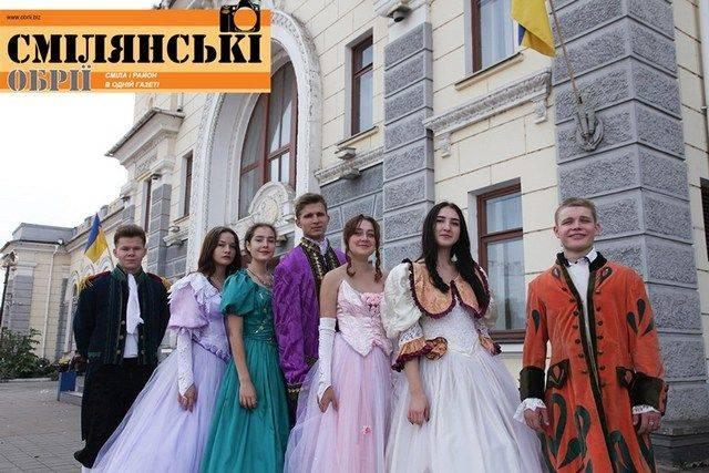 Смілянські студенти взялись за реставрацію одягу XIX сторіччя