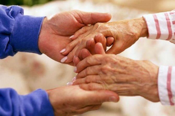 """""""Нічого не пам'ятала"""": небайдужі черкасці допомогли старенькій бабусі повернутись додому"""
