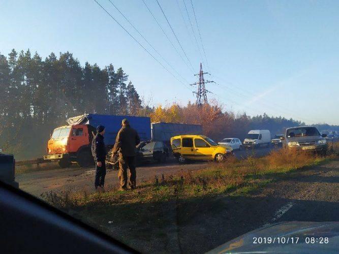 Біля Сміли затор через масштабну аварію (фото)
