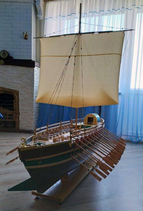 Майстерня на балконі та пів сотні моделей: як черкащанин майструє кораблі