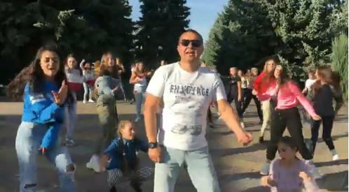 Шполянський мер знявся у кліпі і станцював на головній площі міста (відео)