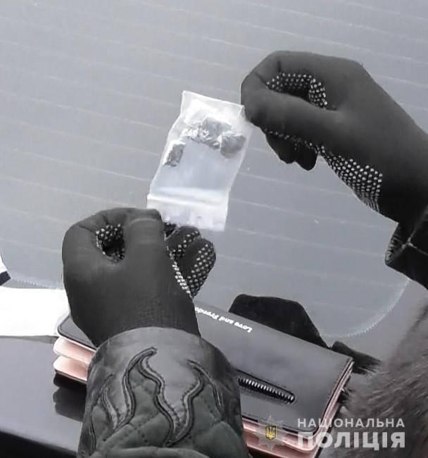 На Черкащині затримали жінку, яка продавала особливо тяжкі наркотики