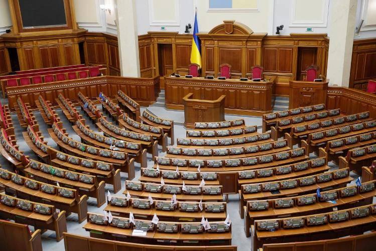"""Зеленський підписав закон про """"штрафи"""" за прогули нардепів"""