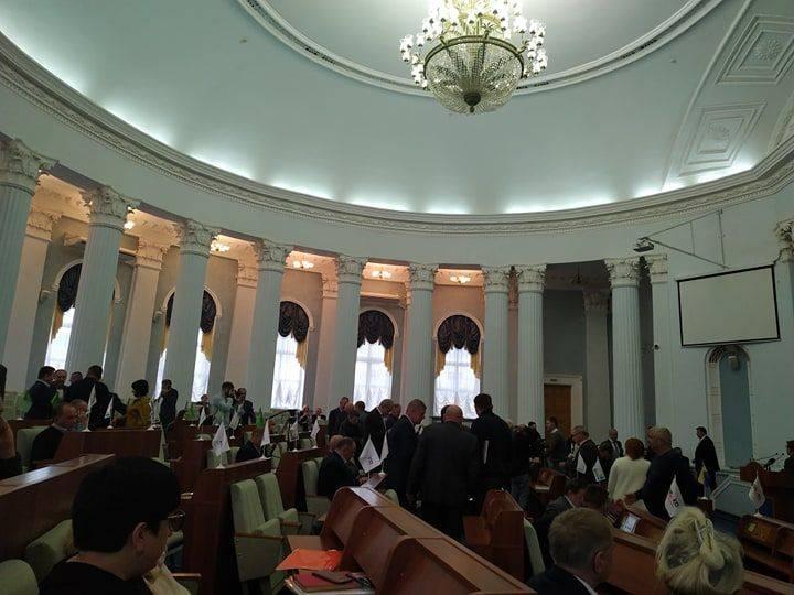 """""""Відродження"""" образилося і не голосуватиме на сесії облради"""