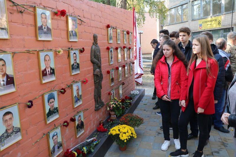 У Черкасах відкрили стелу пам'яті загиблих містян (фото)