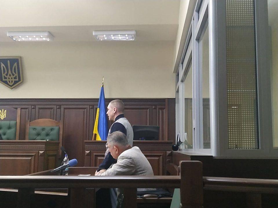 Обвинувачений у ДТП, в якій загинула родина поліцейського, на суді переймається про повернення вилучених  грошей