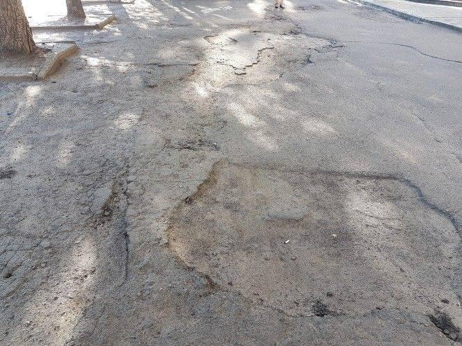 Черкасці скаржаться на забудовника через жахливий тротуар