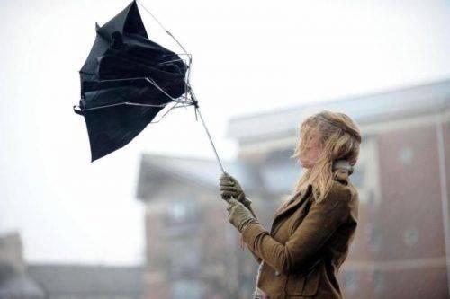 Сильний вітер на Черкащині продовжиться і завтра