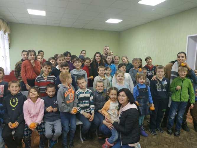 Чужих дітей не буває: черкаські волонтери допомагають дітям-сиротам