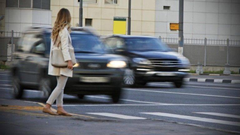 Пішоходів змусять відшкодовувути збитки власникам авто в разі аварії