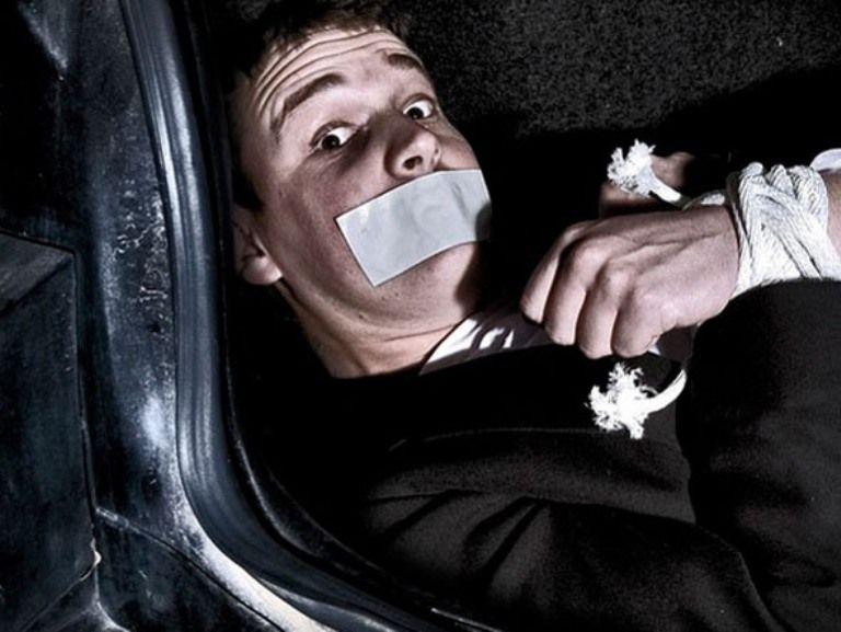 На Черкащині чоловіка вкинули в багажник, забили до смерті, а потім зімітували ДТП