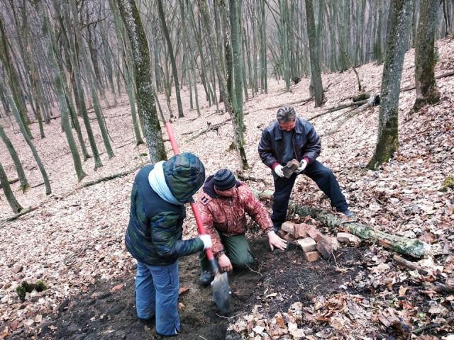 На Черкащині розкопали залишки печі та посуду із XVIII століття (фото)