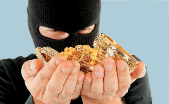 На Черкащині чоловік, поргожуючи касиру гранатою, обікрав ломбард