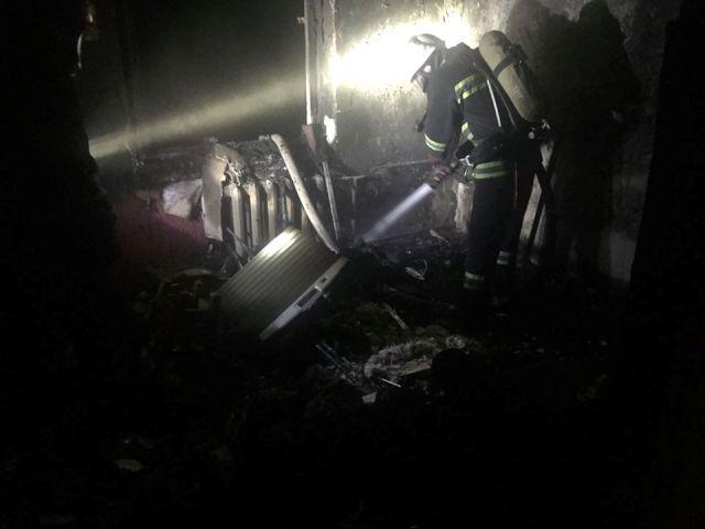 На Черкащині через коротке замикання горіла двохповерхівка (фото)