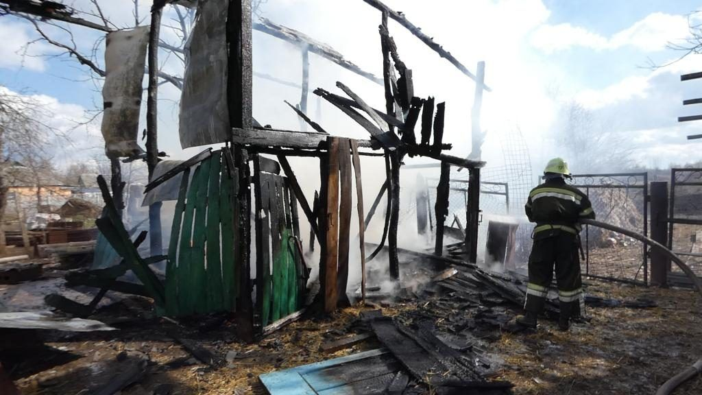 Через дитячі пустощі на Черкащині сталася пожежа (фото, відео)