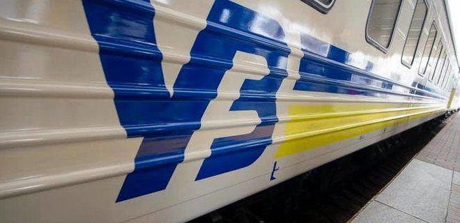 Укрзалізниця тимчасово припиняє перевезення пасажирів: як бути черкащанам, які планували поїздки?
