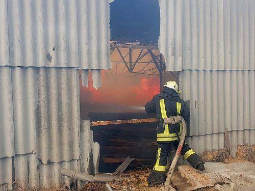 Рятувальники на Черкащині ліквідували пожежу, яка поширювалася вітром
