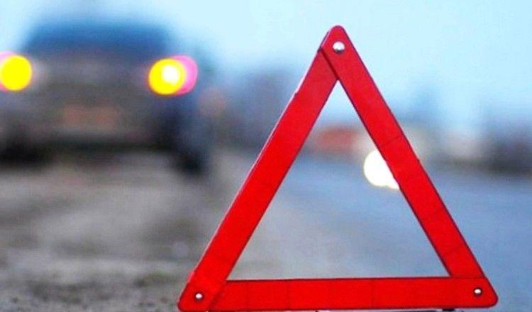 ДТП на Черкащині: автівка влетіла у металевий відбійник і опинилася на зустрічці