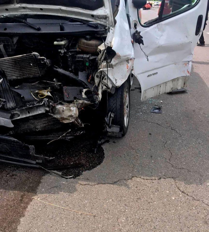 У автотрощі на Уманщині постраждали десять осіб (фото)