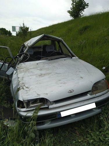"""На Черкащині у кювет """"злетіли"""" дві автівки (фото)"""