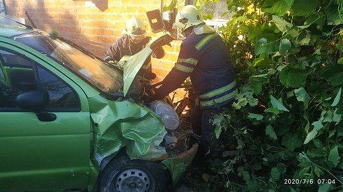На Черкащині рятувальникам довелось із машини витягувати жінку, яку затисло в салоні через ДТП