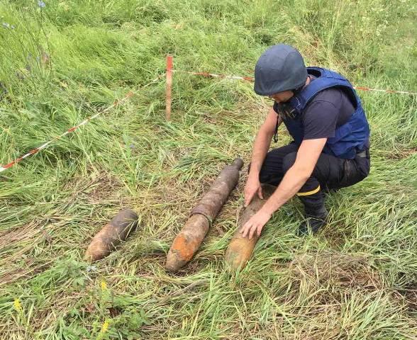 На Черкащині піротехніки знешкодили 3 реактивні снаряди